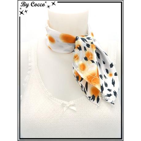 Carré satin - Fond blanc - Bulles oranges avec touches de noires