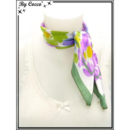 Carré satin - Fond blanc - Fleurs violettes, bleues, jaunes et vertes - Bordure verte - Violet / Bleu / Jaune / Vert