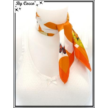 Carré satin - Fond crème - Papillons jaunes - Fleurs et bordure oranges