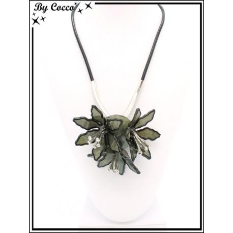Collier - Résine - 3 fleurs - Gris