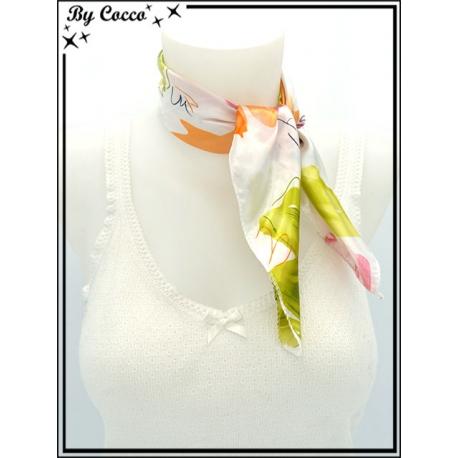 Carré satin - Fond blanc - Fleurs - Vert / Orange / Rose