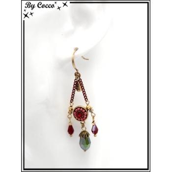 Boucles d'oreilles pendantes - Chaînettes - Plumes - Rosace perle - Rouge / Doré