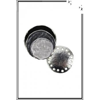 Broche aimantée - Forme coquillage - Noir, gris et blanc