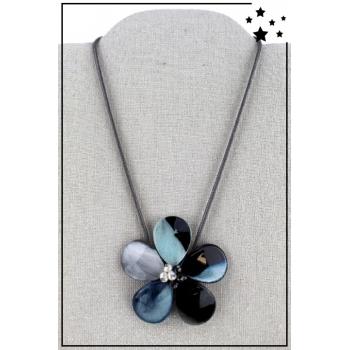 Collier - Grande fleur en résine - Tons bleus
